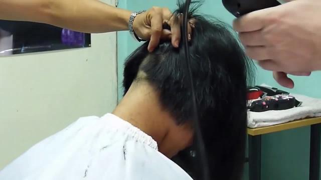美女剪平头后刮光头