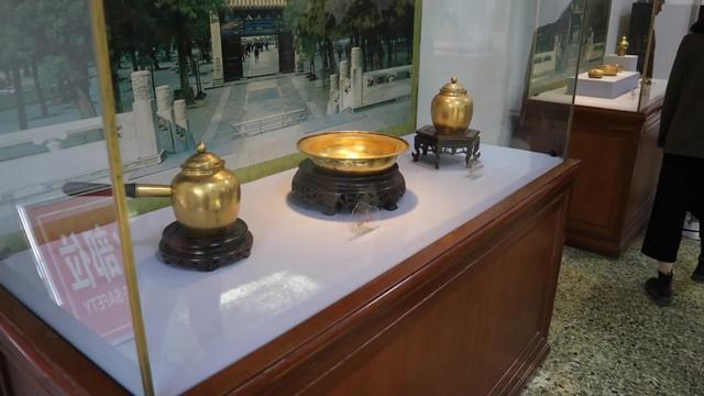 定陵博物馆珍藏:明朝万历金冠,金丝编结而成,镶嵌二龙戏珠!