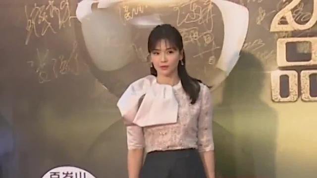刘涛一袭粉色长裙出席活动,知性优雅,气质撩人,状态看起来很好