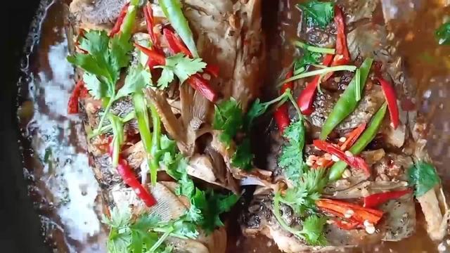 厨师长做一道家常版的红烧鲤鱼,肉质鲜嫩入味,教程详细清晰