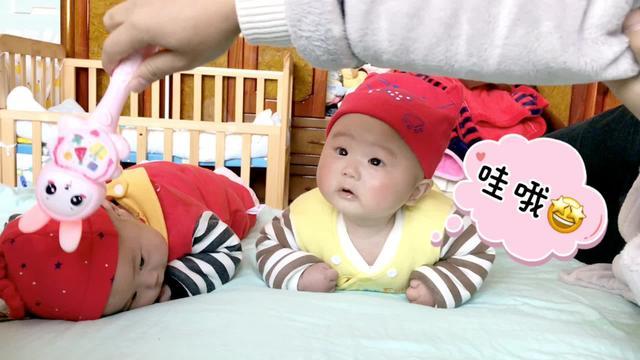 3个月婴儿斜颈图片