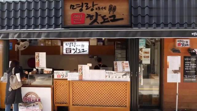 韩国街头的黄金芝士火腿肠,咬一口满嘴爆浆,浓郁芝士味真馋人