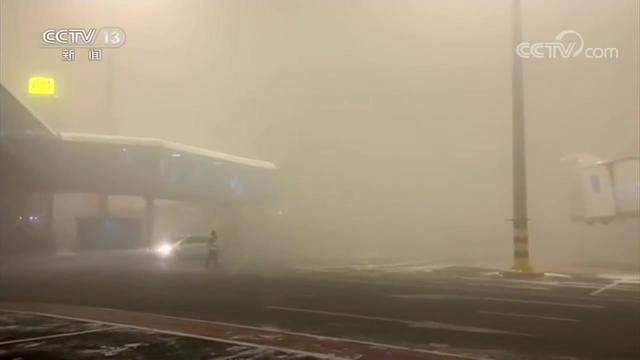乌鲁木齐:受降雪影响,17班航班延误,4架次取消|新闻直播间