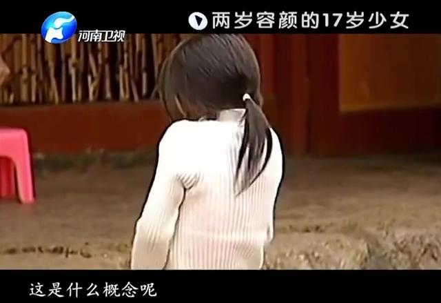 拍客:家穷没有营养给孩子补,如今17岁少女似两岁婴孩