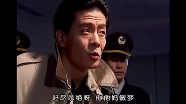 黑冰:警察审讯杨春,而他的回答,让强队长拍桌子... _网易视频