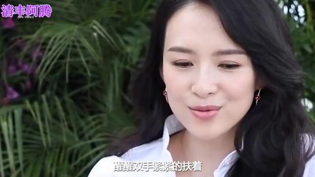 章子怡清晨一身清爽利落打扮牵着女儿逛公园,全程... -头条视频