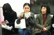 地铁上令人讨厌的奇葩行为盘点,你最讨厌哪一个?
