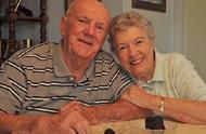 美国夫妇60年婚姻见证 同一块结婚蛋糕吃了60年
