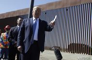 特朗普耗36亿美元修美墨边境墙,视察时签名,称墙上可以煎鸡蛋