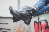 一双马丁靴,搞定夏日所有的搭配,不仅时尚还显腿长