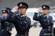 为什么香港警匪片里警察用的都是左轮啊