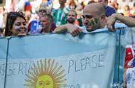 阿根廷球迷现场为尼日利亚加油让人动容!但梅西就能抓住机会吗?