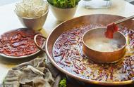 辣妹子辣不怕,重庆毛肚火锅的做法及小窍门,食者可自烫自食!