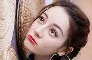 王菊惊现蕾哈娜彩妆广告,火箭少女们怕是要嫉妒死了吧...