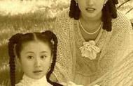 舒畅刘亦菲时隔17年再同框,两人逛街被偶遇,有说有笑姐妹情深