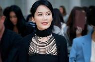 俞飞鸿现身米兰时装周,48岁的她惊艳了时光,也温柔了岁月