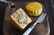 广式五仁月饼,味道特别香,好吃又健康