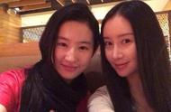 刘亦菲舒畅逛街被偶遇,两人神仙友谊,连续5年为彼此庆生