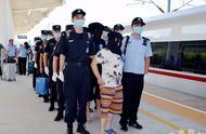 天水警方押回7名在越南针对甘肃地区实施诈骗的犯罪嫌疑人