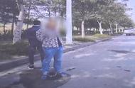 """活该!开车假扮送丧""""碰瓷""""诈骗 30岁男子被判6个月"""