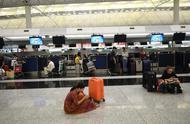 香港警方严厉谴责机场示威者严重暴力行为,已拘捕5名男子