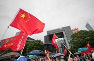"""香港举行""""反暴力、救香港""""大集会 雨中高唱国歌"""