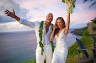 """""""巨石""""强森与交往12年女友大婚 婚礼在家乡夏威夷举行 与新娘已育有二女"""