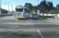 """北京公交致歉!司机与宝马疯狂斗气互""""别""""已被停职"""