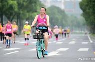 她骑共享单车参加马拉松 被终身禁赛