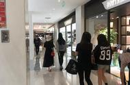 刘亦菲舒畅逛街被偶遇 曾合作拍摄《金粉世家》