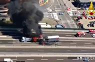 意大利高速路时隔一年,同个地方2辆卡车相撞,司机当场死亡