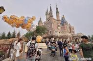 上海迪士尼坚持翻包引众怒!人民日报四连怼:你的底气来自哪?