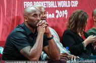 世界杯决赛,场边大牌云集,科比罗斯拥抱感动了多少人?