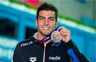 人帅心善!意大利铜牌多次拒绝抵制孙杨 与大白杨交换泳帽眨眼握手