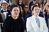 向佐郭碧婷结婚合照看点多,同是父母同样场景,表情却成鲜明对比