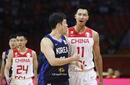 中国男篮又遇大麻烦,半场仅领先3分,韩国归化球员很凶悍