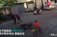 #重庆公安彻查保时捷女车主# 【大妈骑车逆行撞人后挥