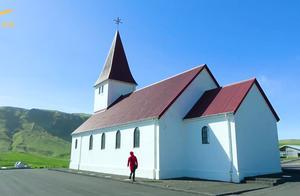 维克教堂处于镇子的最高点,可以俯瞰整个城镇和黑沙滩