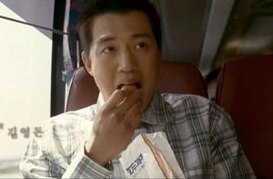 向日葵小伙儿刚出狱第一次吃胡桃点心,嘴巴填的满满的,看饿了