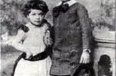 爱因斯坦小时候数学成绩真的很差么,事实上他是罕见的数学神童!