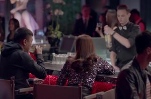 白富美酒吧喝酒,见情侣吵架上前教训,却不知人家想求婚