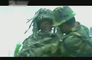 士兵突击:袁朗偷袭许三多,谁知反被活禽,不愧是兵王