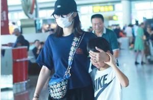白百合戴帽遮脸低调现身机场,这几个细节让网友大赞她是一个好女人!