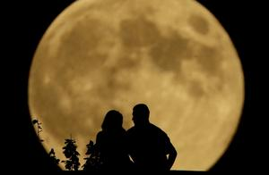 """""""海上生明月,天涯共此时"""",古人诗句里的明月与你共赏"""