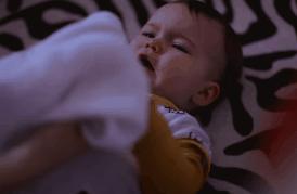 8张图告诉你,哄娃睡觉有多辛苦!看着都累,这是妈妈最美的样子