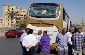 埃及金字塔附近一旅游大巴遭爆炸袭击 致17人受伤