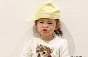 我被陈冠希女儿迷住了,2岁衣品抢镜,甜美公主范穿搭太讨人喜欢