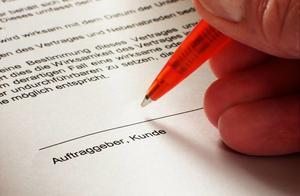 劳动合同到期后单位不打算续签的,应当按照劳动法的规定进行赔偿