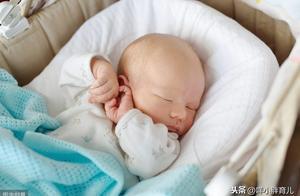 刘诗诗首晒儿子正面照,引出育儿界争论的问题,宝宝要不要戴手套