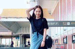 杨丞琳被求婚后首现身,开叉牛仔裙叠穿透视裙,笑容甜美似少女